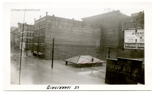 Vintage photo of the 1937 Cincinnati flood, when the water was at a level of 72.8 feet